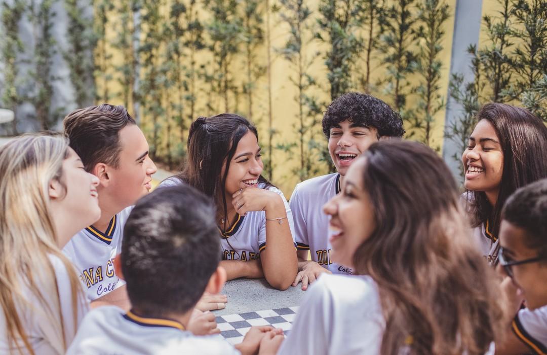 Alunos sorriem no colegio com melhor custo beneficio de BH