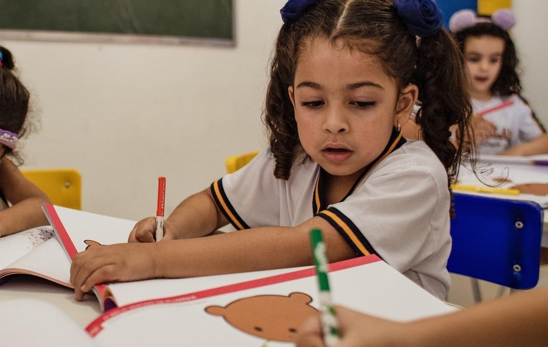 Um dos benefícios do ensino integral é estimular a criatividade