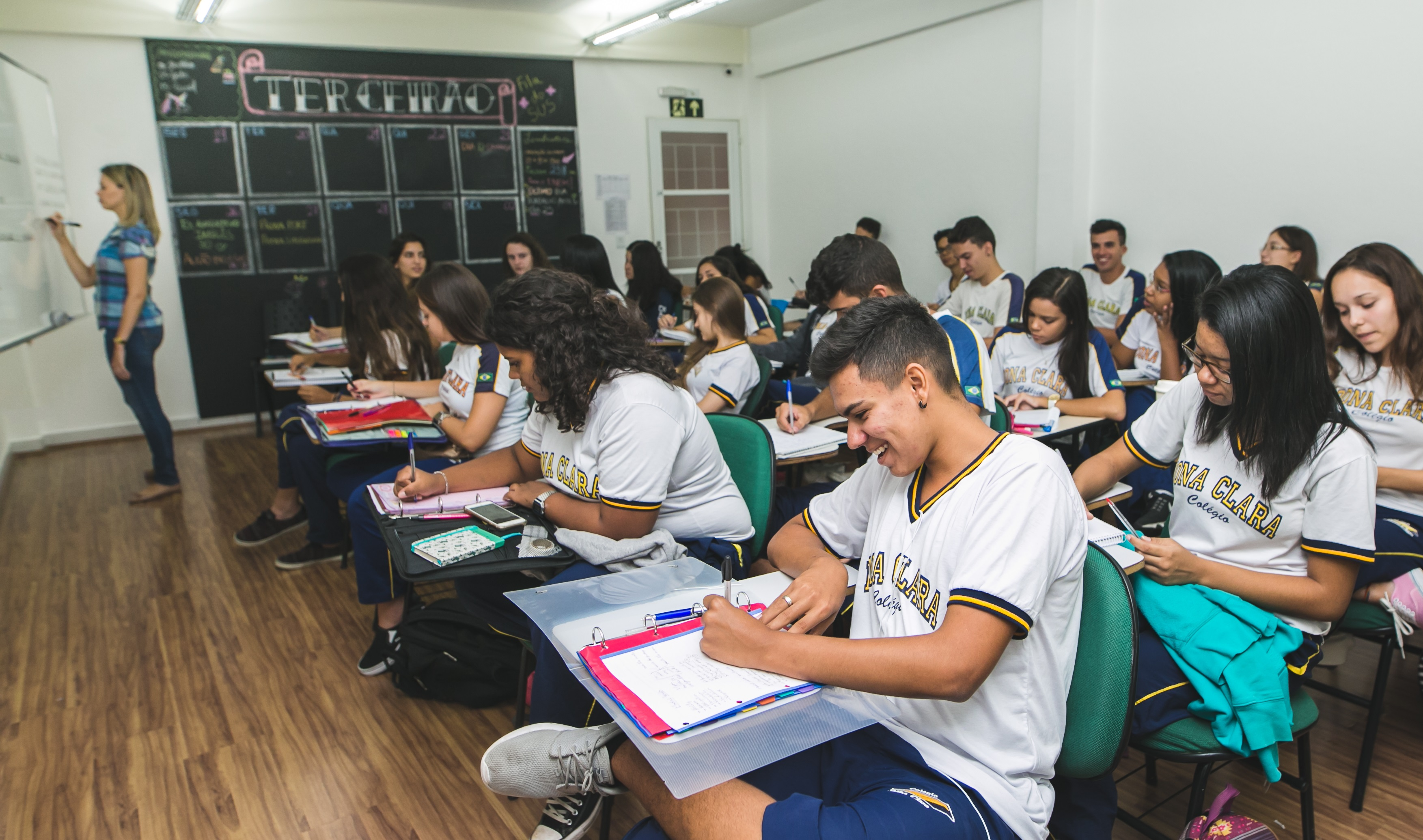 O aprendizado do inglês na adolescência oferece várias oportunidades acadêmicas ao aluno